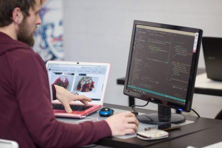 kodel java yra viena populiariausiu programavimo kalbu